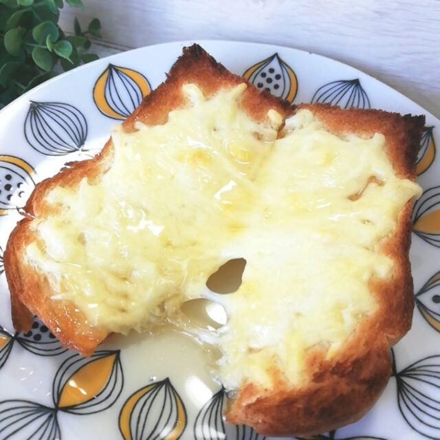 業務スーパーの天然酵母食パンをはちみつチーズトーストにアレンジ