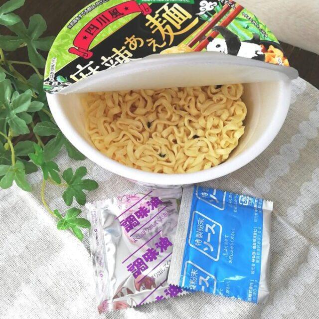 カルディ「麻辣あえ麺」の調味油とソース