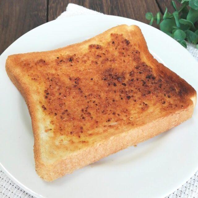 カルディ新商品「ぬって焼いたらカレーパン」をぬって焼いた食パン