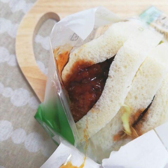 ファミマのサンドイッチ「チキンカツサンド」のてりやきソース