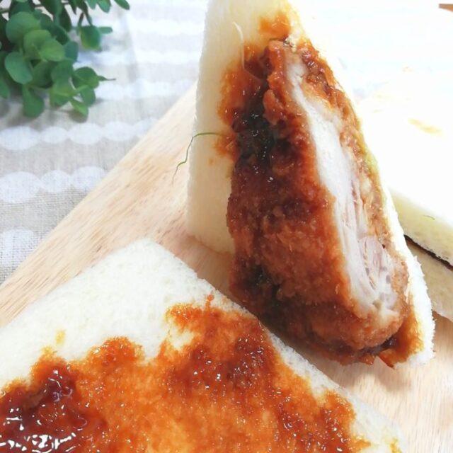 ファミマのサンドイッチ「チキンカツサンド」は片面はソースのみ