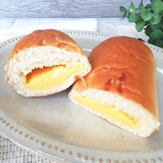 ファミマのクリームを味わうクリームパンの断面