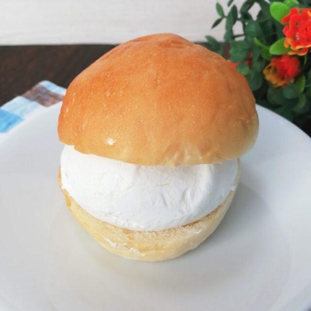 解凍したカルディのイタリアの菓子パンマリトッツ