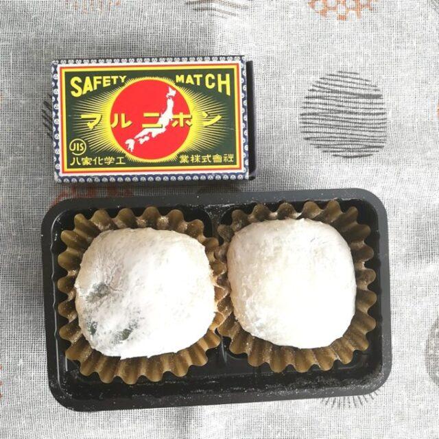 セブンイレブンの宇治抹茶小餅をマッチ箱とサイズ比べ