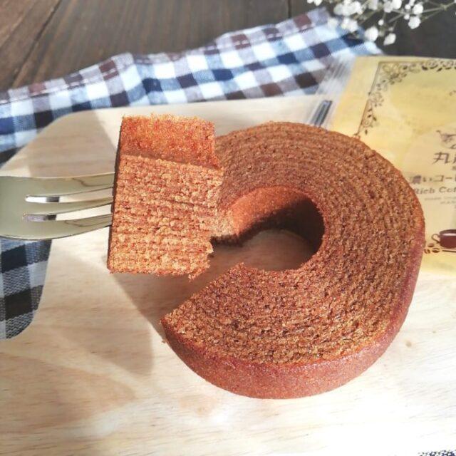 ファミマと丸福珈琲店のコラボ焼き菓子「濃いコーヒーバウムクーヘン」