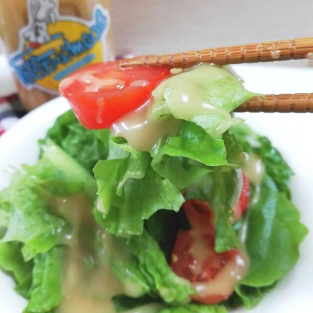 カルディのフォロミールをサラダにかけて実食