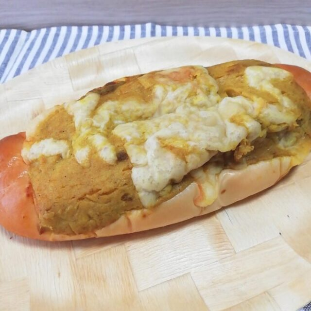 第一パンの新商品ラッキーマヨネーズパンカレー味の全体