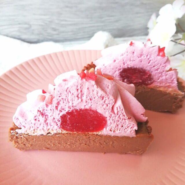 ローソンのベリベリバスショコバスク風ショコラチーズケーキの断面