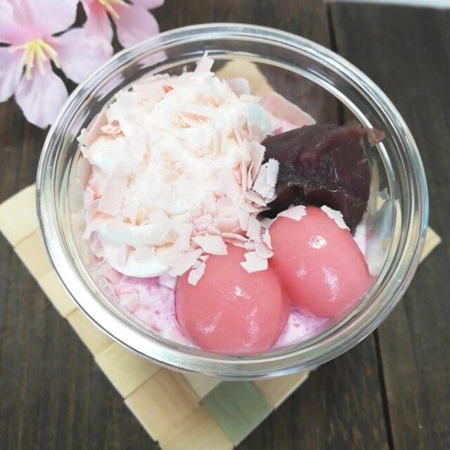セブンイレブンの桜と宇治抹茶のパフェの上の部分