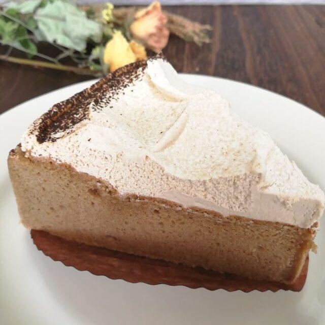 スタバの紅茶のアーモンドミルクケーキのアーモンドミルクホイップ