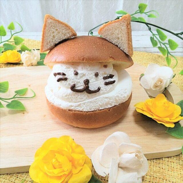 セブンイレブンのマリトッツォホイップ&カスタードを猫にアレンジ