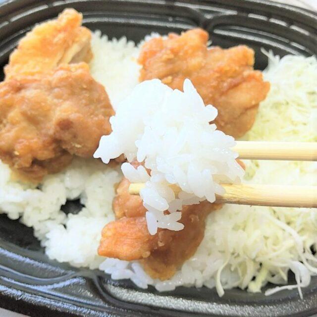 ローソン×王将の鶏の唐揚げ重の唐揚げのご飯を実食