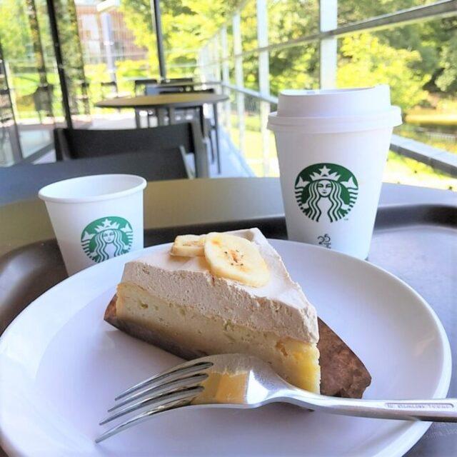 スタバのバナナのアーモンドミルクケーキとコーヒー
